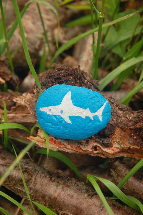 Stone-Painting-Shark-1