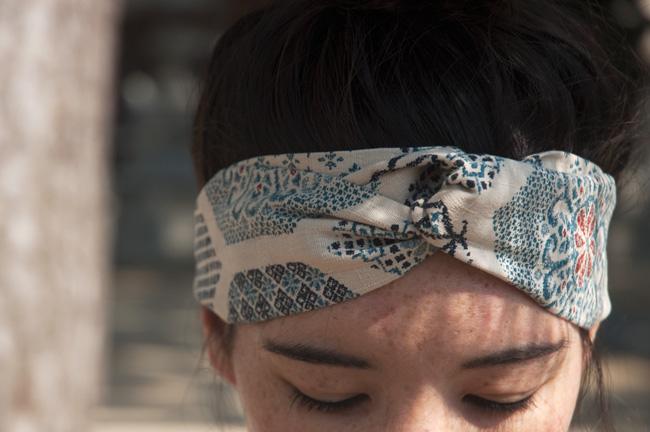 DIY-Japanese-Headband-White-and-Blue