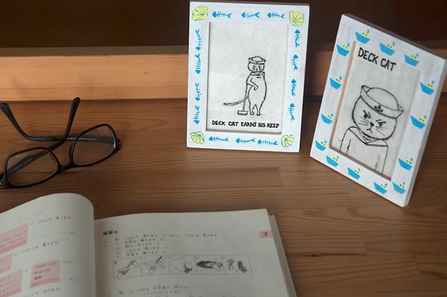 Deck-Cat-Painted-Photo-Frames-Desk